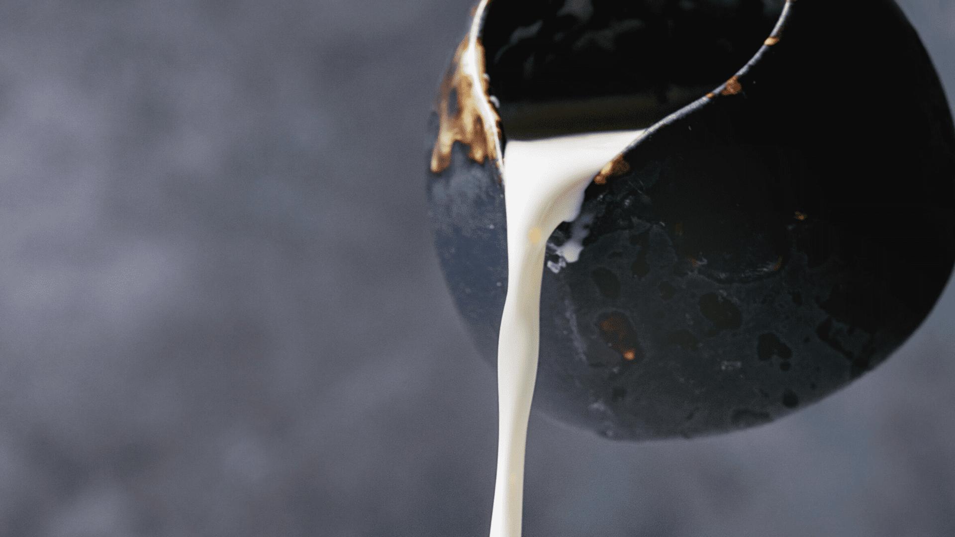 heavy cream pouring